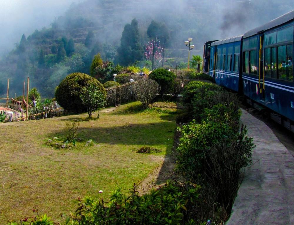Kalimpong, Darjeeling, Gangtok, Lachung and Peeling